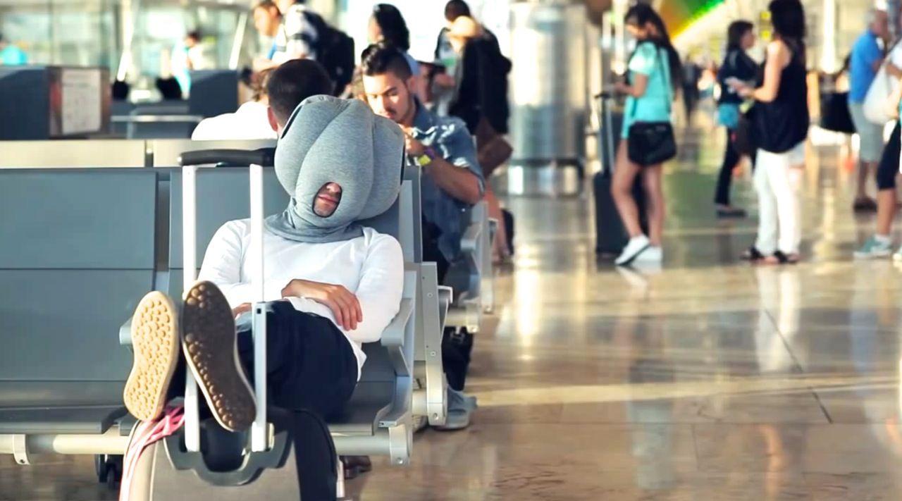 居眠りの常識を変える。どこでも寝れる最新枕が快適すぎると話題に!