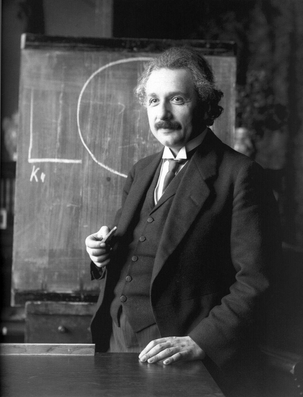 85singo_Albert_Einstein_1921_by_F_Schmutzer
