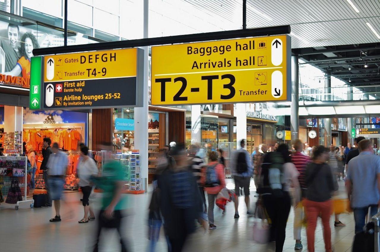 Airport-terminal-free-license-CC0-980x650