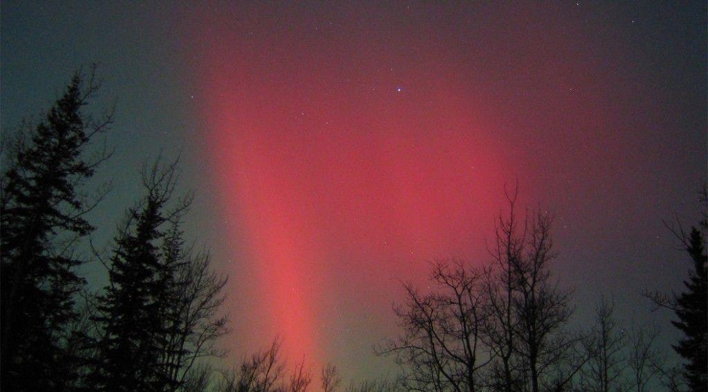150319_red-aurora
