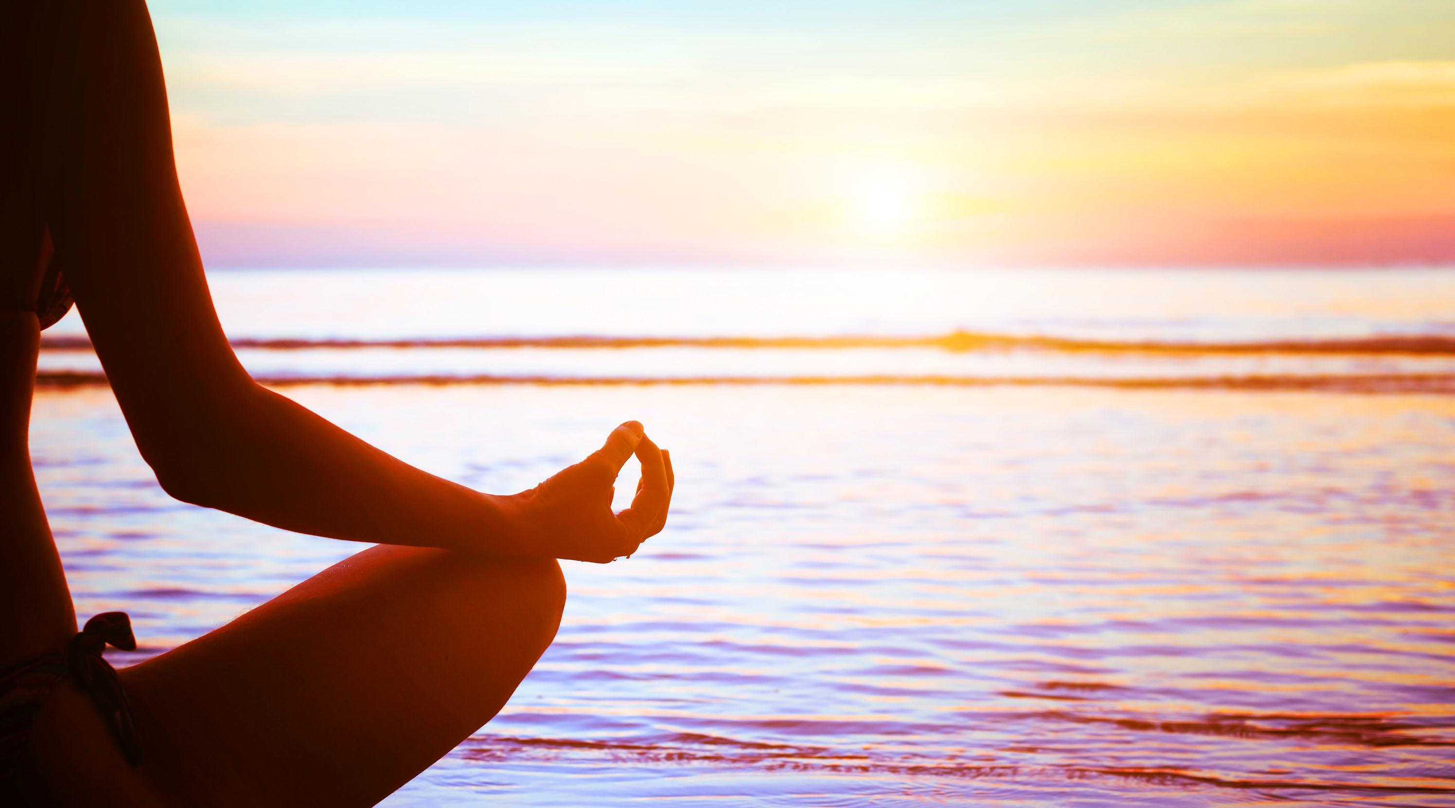 150402_yoga-8ways-to-keep-young