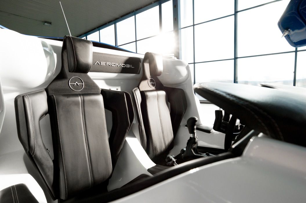85singo_AeroMobil-3-interior-perspective-view-seating-detail