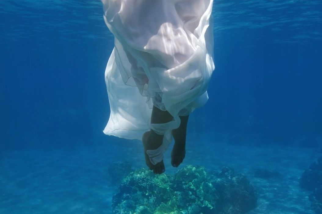 85singo_Underwater-Trash-the-Dress-Shoot-Maui11__880