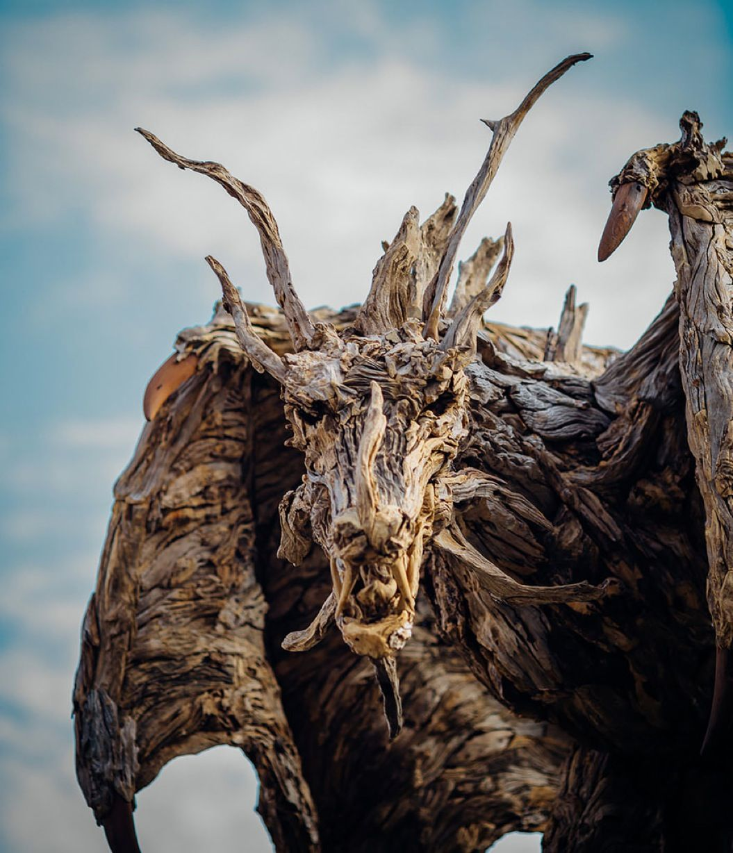 85singo_driftwood-dragon-sculptures-james-doran-webb-11