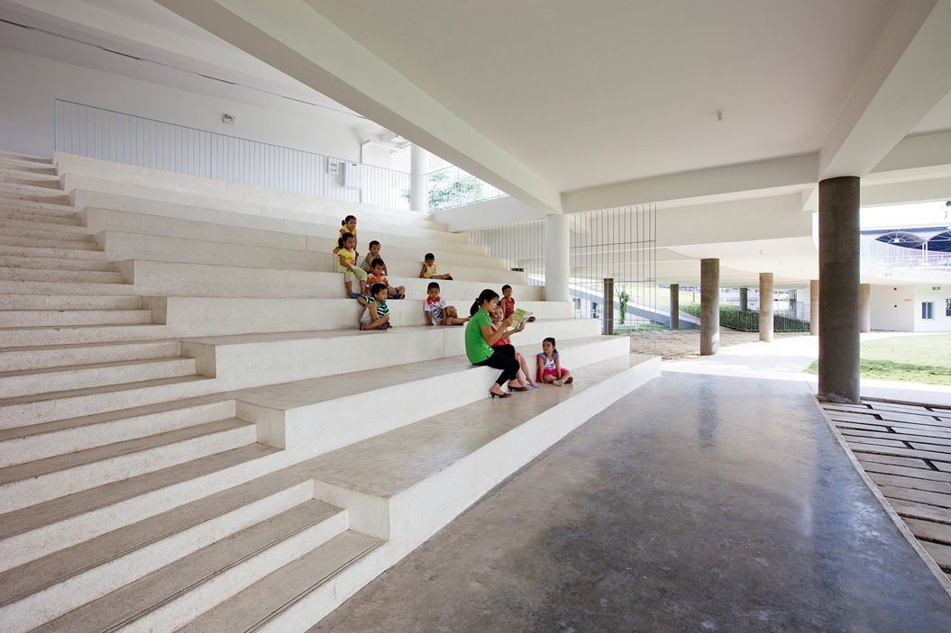 85singo_14_central_staircase