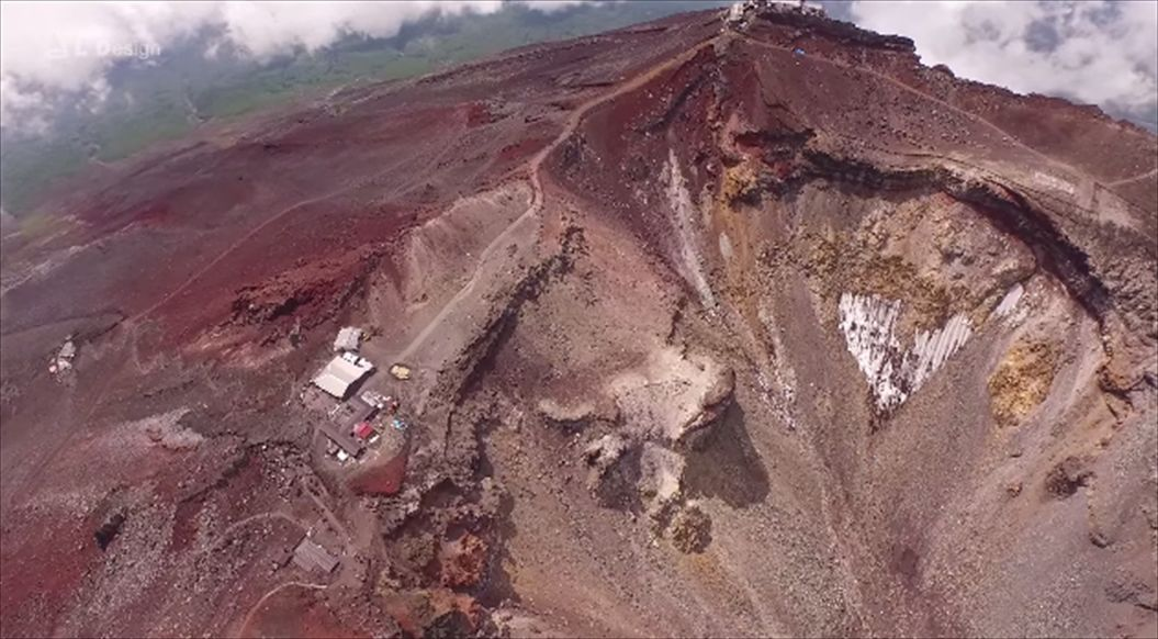 FireShot Capture 557 - Aerial view of Mt. Fuji crater _ 絶景 富士山頂空撮 -_ - https___www.youtube.com_watch7_R