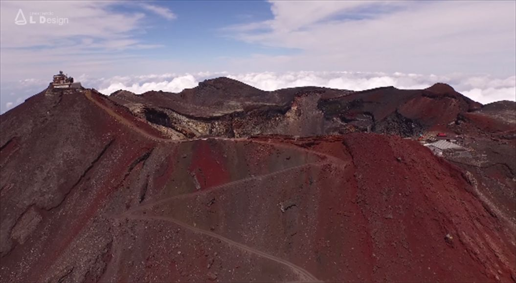 FireShot Capture 554 - Aerial view of Mt. Fuji crater _ 絶景 富士山頂空撮 -_ - https___www.youtube.com_watch4_R