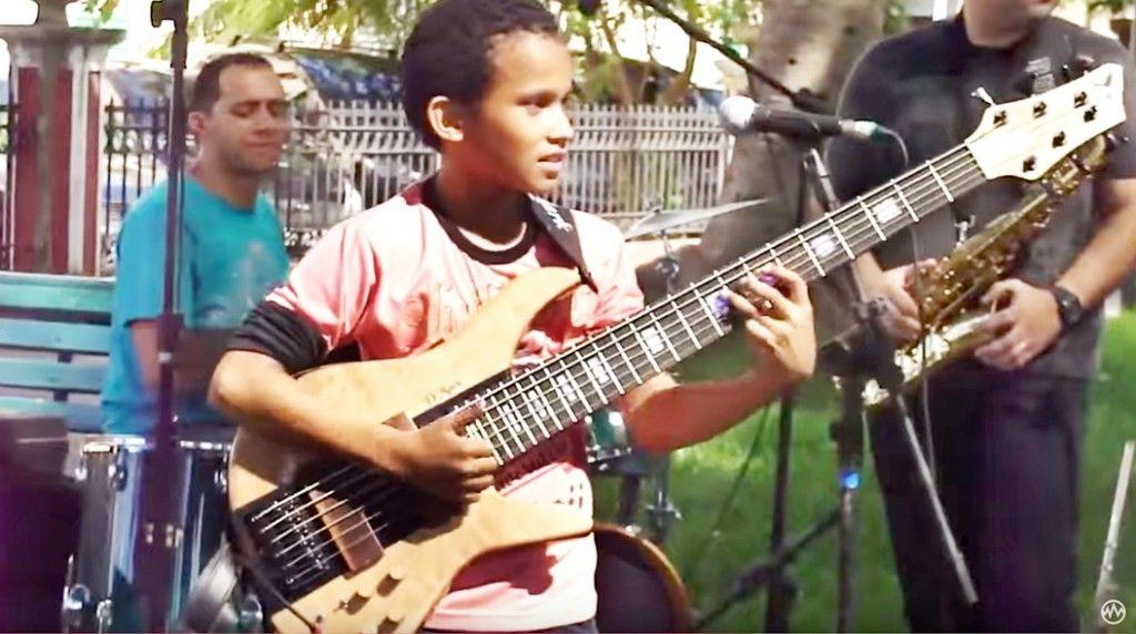 bassguitarpipoquinha0012015-09-30 16.37.02