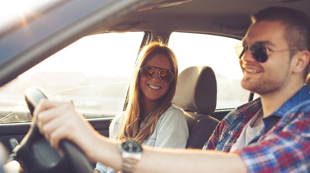 【夢占い】車の夢の意味とは?車をぶつける夢、事故する夢はトラブルの始まり!?