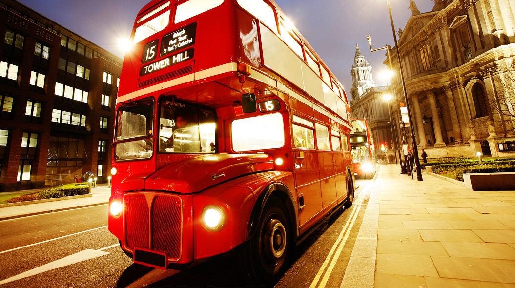 【夢占い】バスの夢の意味とは?バスに乗る夢は人間関係に問題あり!?