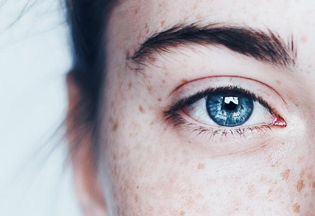 doctors-me-snow-eyes151229-03