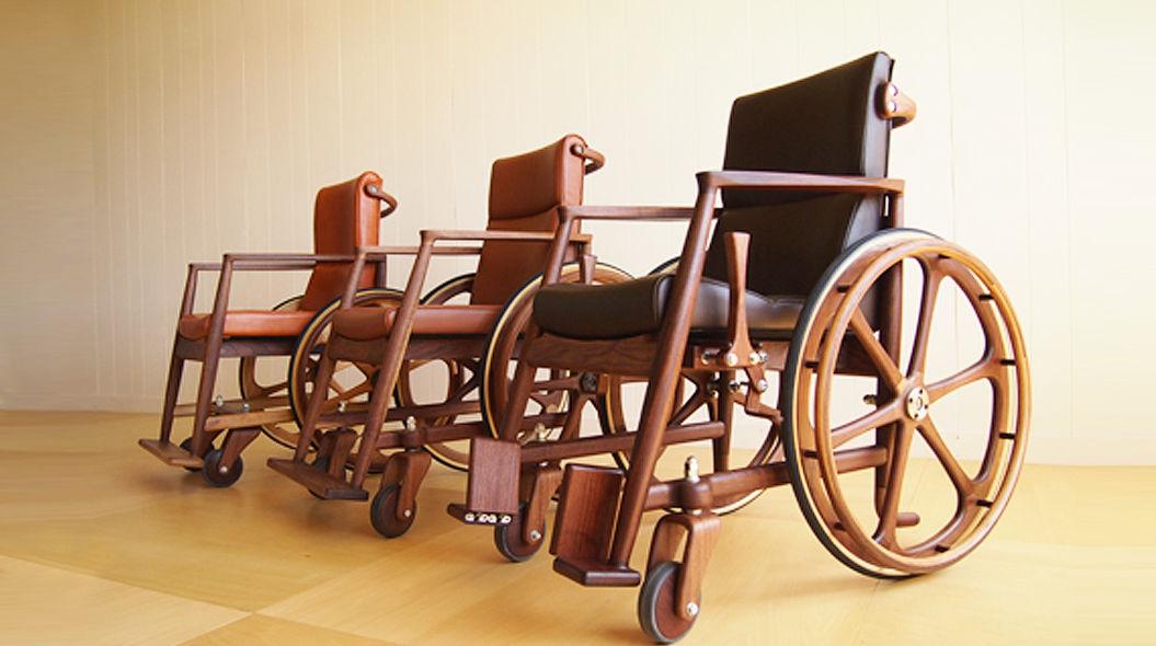とある男性が、北海道の小さな町で「木の車椅子」を作り続ける理由