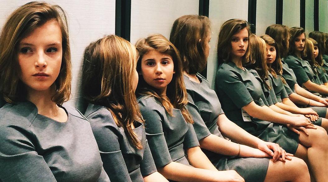 【クイズ】この写真には、何人の女の子が写っているでしょう?