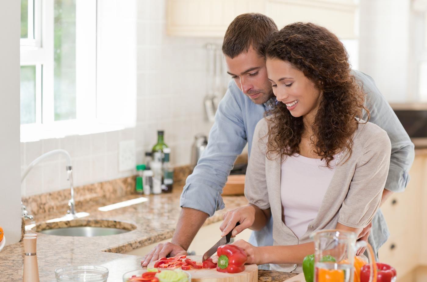 秘訣】料理を一緒につくるカップルが、仲良しな「7つのワケ」 | TABI LABO