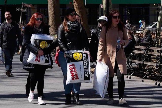 【永遠の子供心】NYで大人のまくら投げ大会に参加してみた!