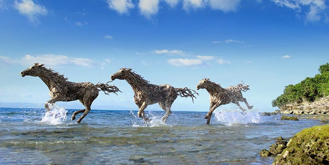 85singo_driftwood-horse-sculptures-jame-doran-webb-3