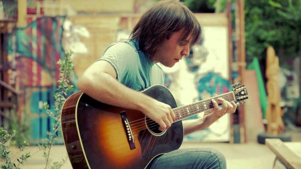 マイケル・ジャクソンの「今夜はビート・イット」を、ギター1本で再現する天才が登場!