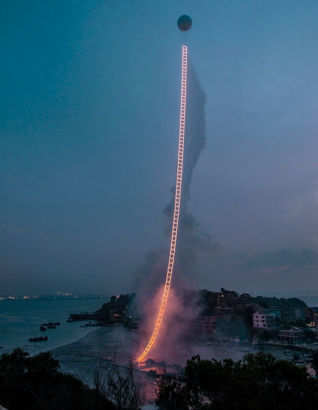 85singo_2015_SkyLadder_A4309_LY_ExplosionEvent_001_cc