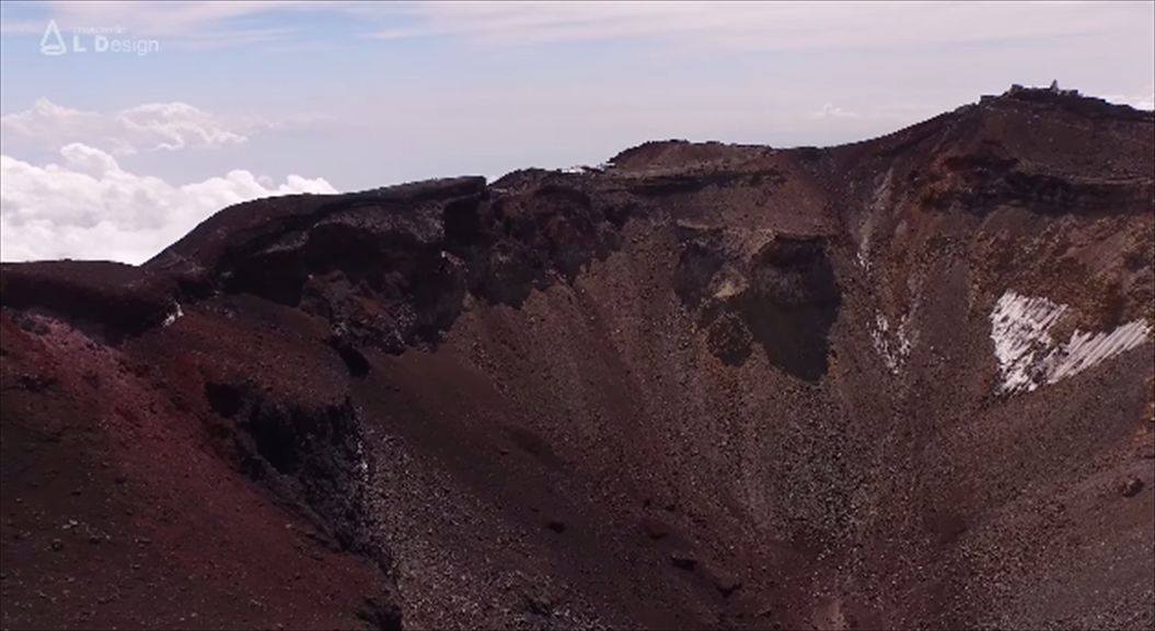 FireShot Capture 556 - Aerial view of Mt. Fuji crater _ 絶景 富士山頂空撮 -_ - https___www.youtube.com_watch6_R