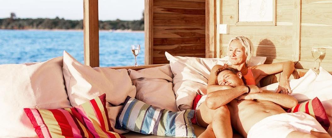 th_manta-resort-under-water-room-slider-4-1200x500