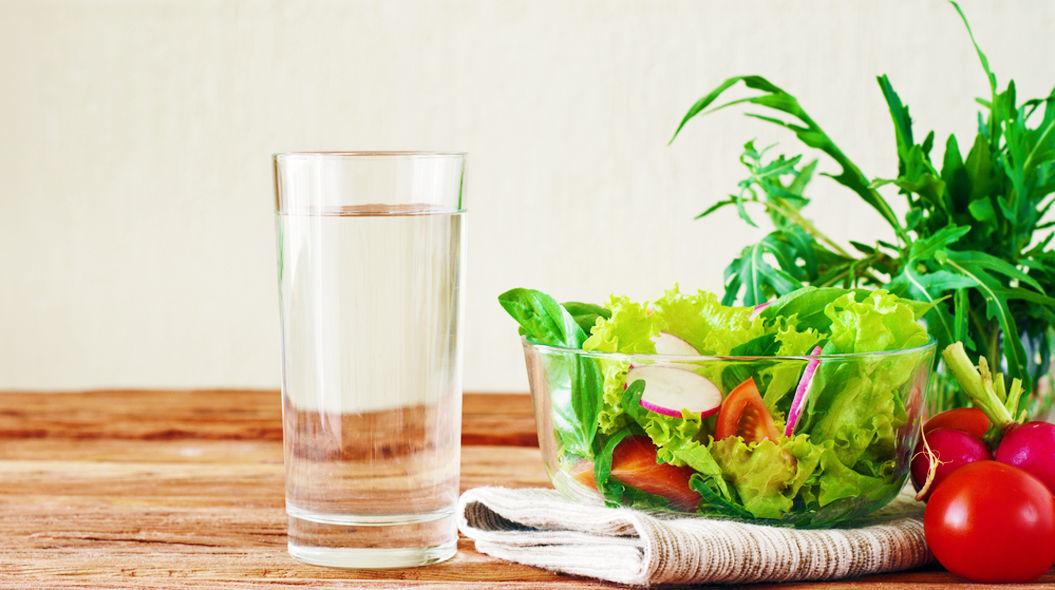 食前に水を飲むと、体重が早く減る(英・研究)