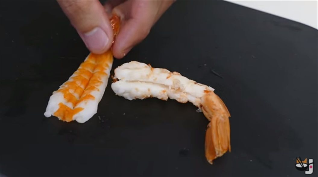 FireShot Capture 1283 - Koi fish sushi コイ寿司 - YouTube - https___www.youtube.com_watch_v=QIqMp-erjvg_R
