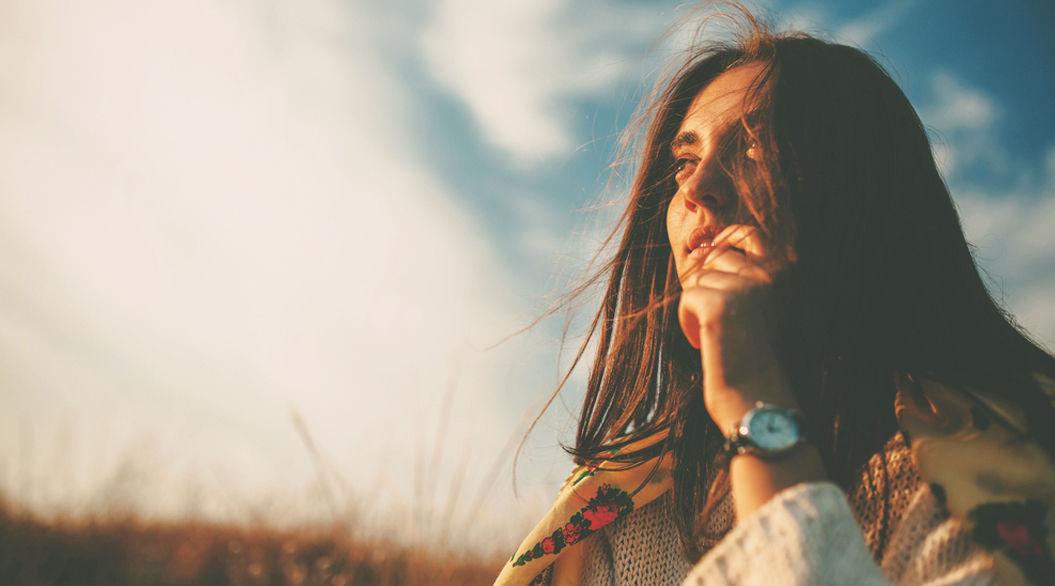 「生きにくさ」を感じる人へ。悩みは思考との付き合い方で解決できる。