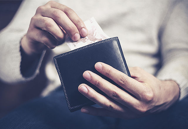Man getting money out of his wallet
